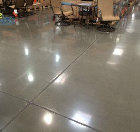 新浇筑的水泥地面,多久可以做混凝土密封固化剂?